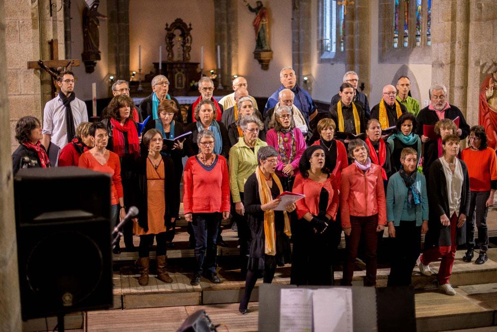 Les chorales Pollen et Treb Doo Wap dirigées par Clare Goubin